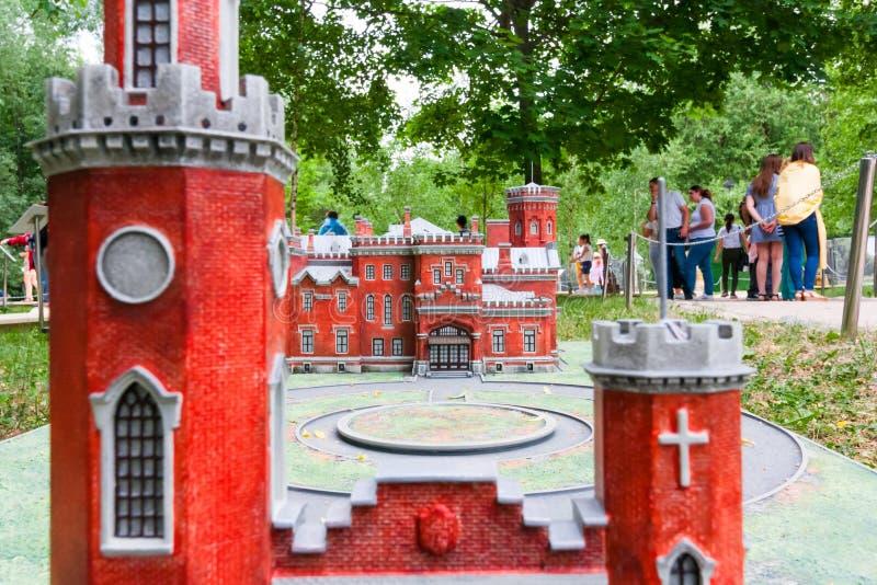 Moscou, Russie 06/12/2019 : Miniature de vieux château et de tour de brique rouge images libres de droits