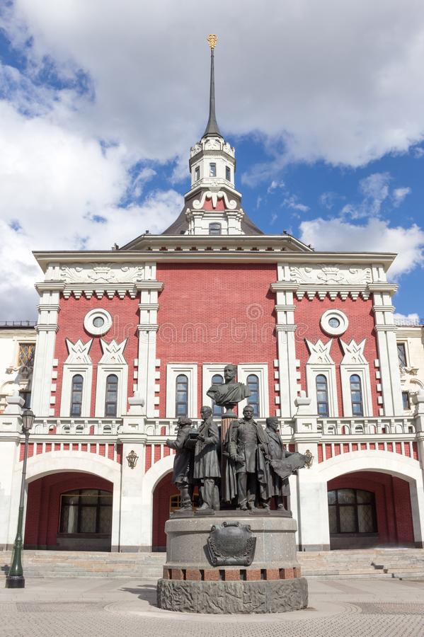 Moscou, Russie : Monument aux créateurs des chemins de fer russes à Moscou image stock