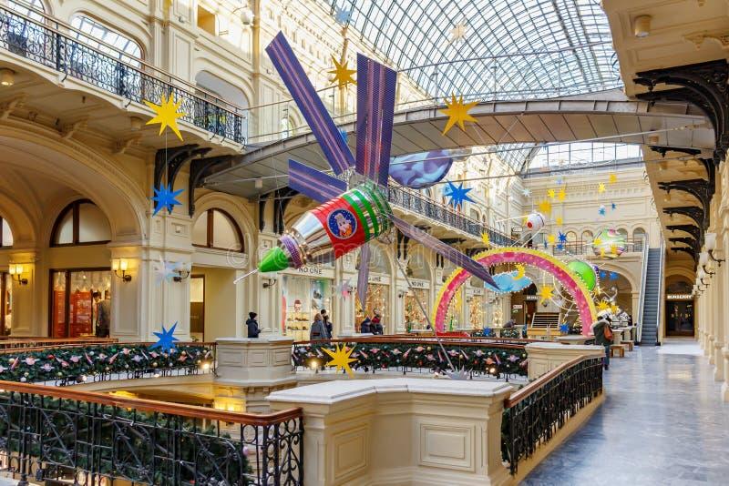 Moscou, Russie - 21 novembre 2019 : Aménagement lumineux de la station sous verrière du grand magasin GUM State Nouvel An image libre de droits