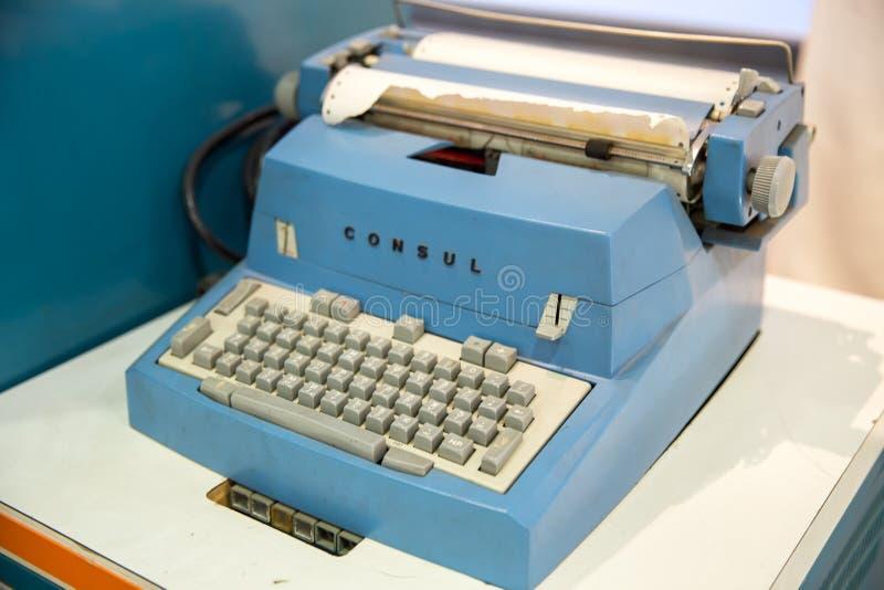 Moscou, Russie - 20 novembre 2013 : Consul Typewriter par Zbrojovka Brno, Tch?coslovaquie qui a commenc? ? fabriquer image stock