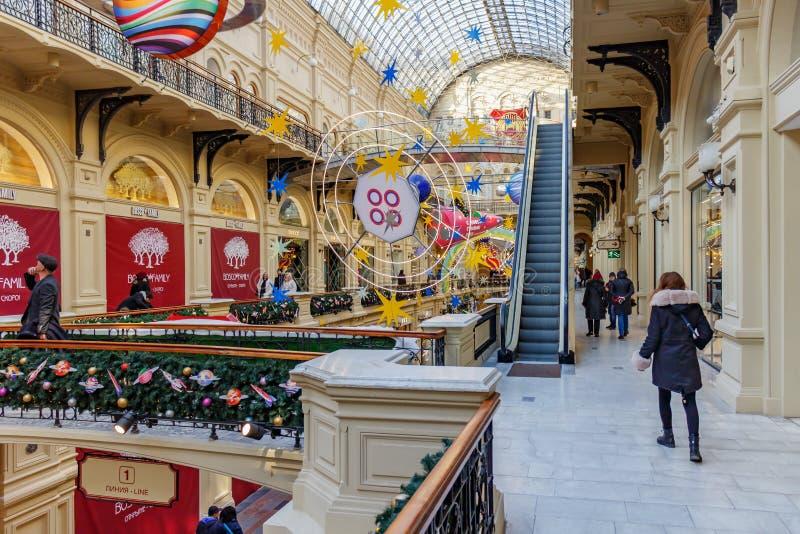 Moscou, Russie - 21 novembre 2019 : Nouvel An à Moscou Nouvel an intérieur du grand magasin GUM State sur la place Rouge GUM est  photographie stock libre de droits