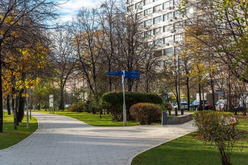 Moscou, Russie - 2 novembre 2017 Place Sadovo-triomphale sur l'anneau de jardin photographie stock
