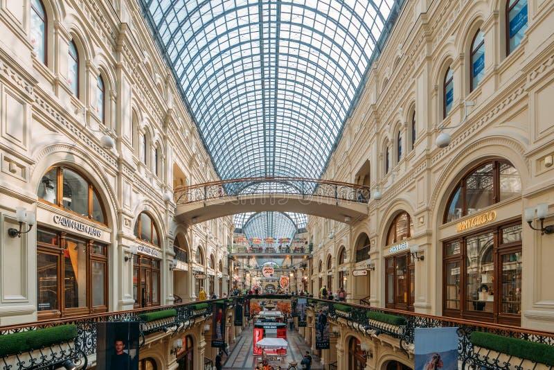 Moscou, Russie - septembre 2018 : Intérieur de GOMME, magasin universel de central de Moscou, grand mail au centre de Moscou photo stock