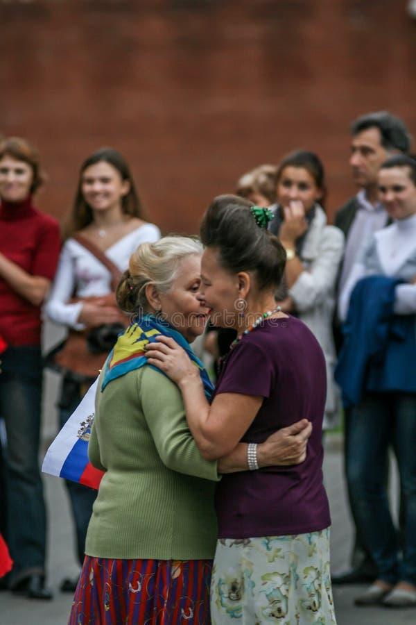 2010 08 22, Moscou, Russie Un groupe de femmes agées dansant en parc photographie stock libre de droits