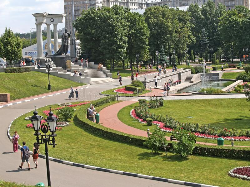 Moscou, Russie Une vue de la place avec un monument à l'empereur Alexandre au libérateur II photographie stock libre de droits