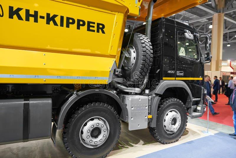 MOSCOU, SETEMBRO, 5, 2017: Caminhão de caminhão basculante novo de Volvo 460 no mundo 2018 da mineração da exposição Caminhões co fotos de stock