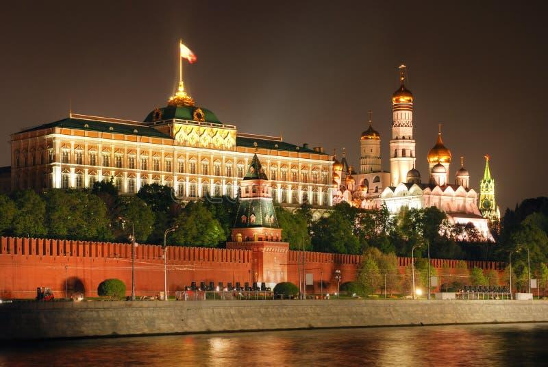 Moscovo Kremlin na noite imagens de stock royalty free