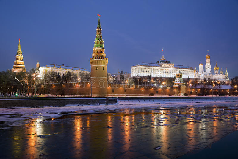 Moscovo Kremlin na noite fotos de stock