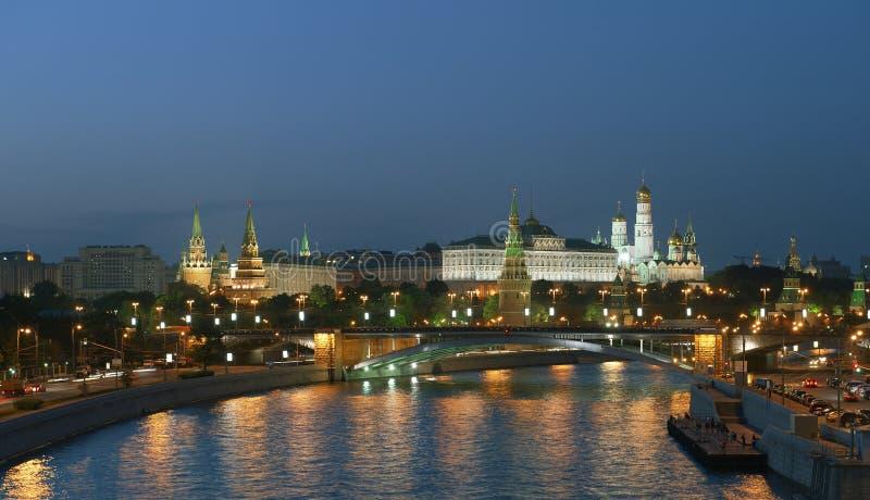Download Moscovo Kremlin na noite foto de stock. Imagem de palácio - 26516762