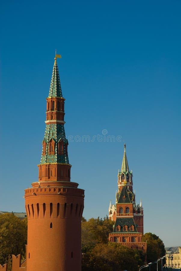 Moscovo. Torres de Kremlin foto de stock