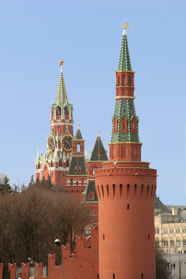 Moscovo, torres de Kremlin foto de stock