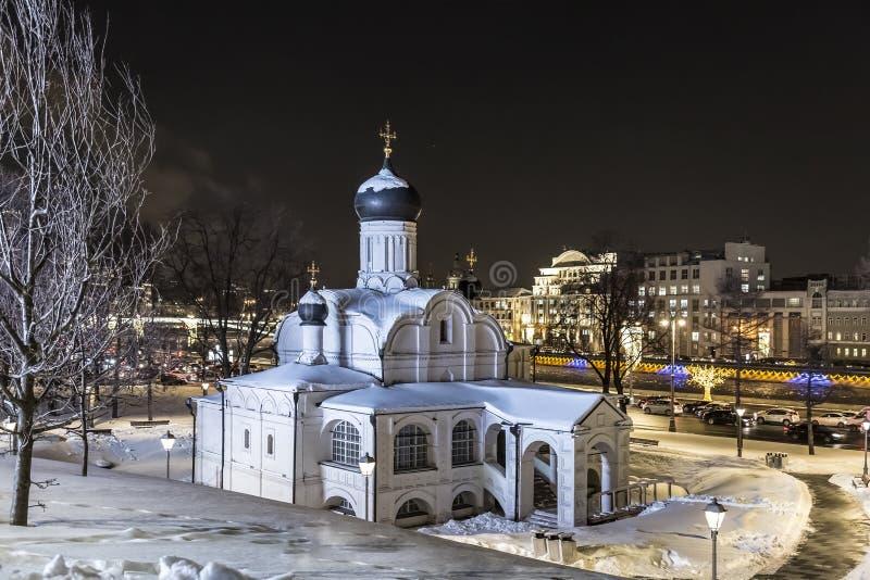 moscow Церковь зачатия Анны, начала XVI века Исторический район Zaryadye на ноче стоковые изображения