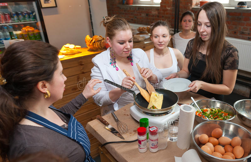 Att laga mat klassificerar arkivbild