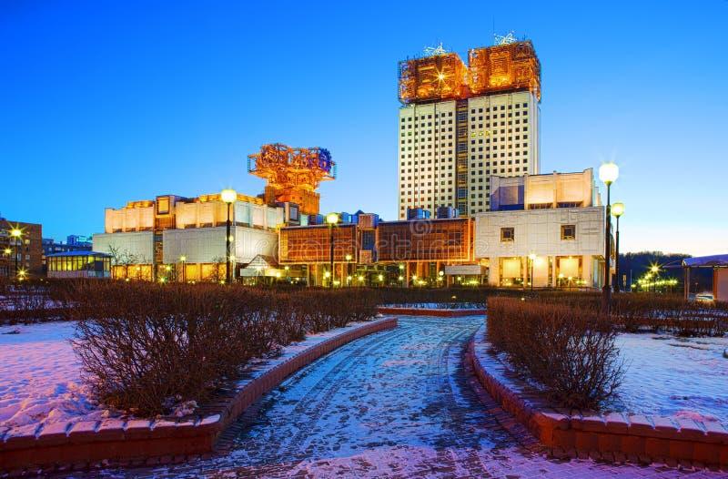 moscow Byggnaden av den ryska akademin av vetenskaper på aftonen arkivbilder