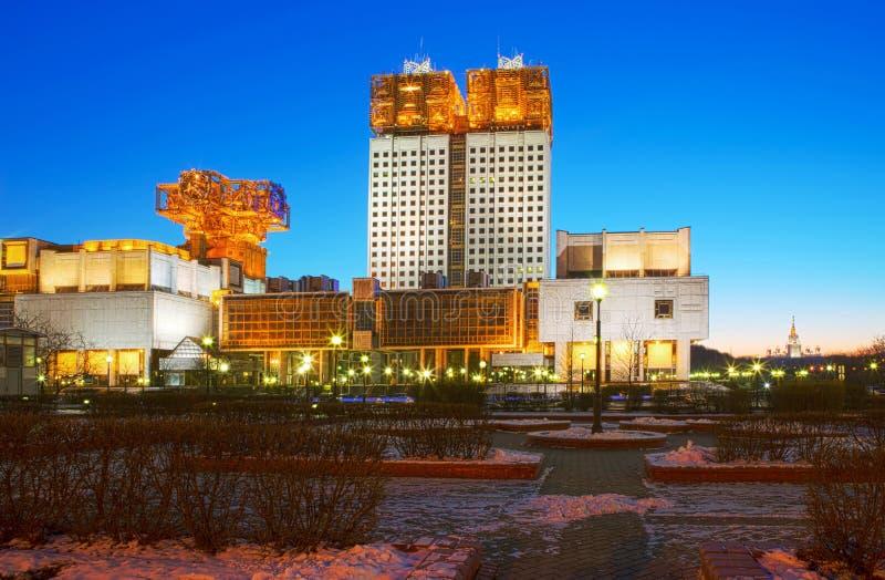 moscow Byggnaden av den ryska akademin av vetenskaper på aftonen royaltyfri foto