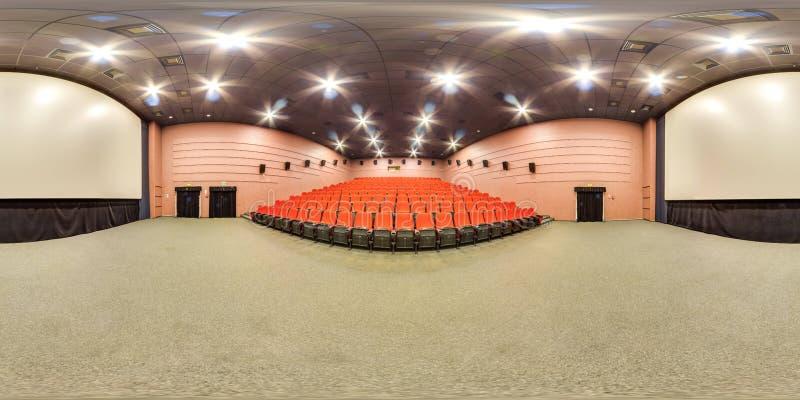 Moscow-2018: 3D bańczasta panorama z 360 stopni viewing kątem kinowy sala wnętrze z czerwonego koloru ekranem i siedzeniami Gotow zdjęcie royalty free