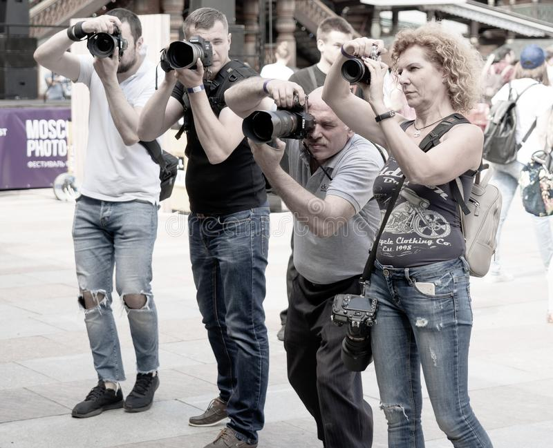 moscow E 18-ое августа 2018 Группа в составе фотографы на снимая событии стоковое фото rf