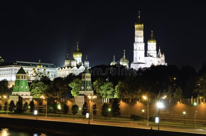 Moscow Kremlin nattplats royaltyfri bild