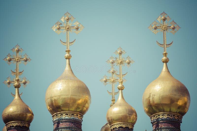 moscow kremlin orthodoxy Abóbadas e catedral de Verkhospassky das cruzes fotografia de stock royalty free
