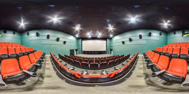 Moscow-2018 : panorama 3D sphérique avec l'angle de visualisation de 360 degrés de l'intérieur de hall de cinéma avec les sièges  photos libres de droits