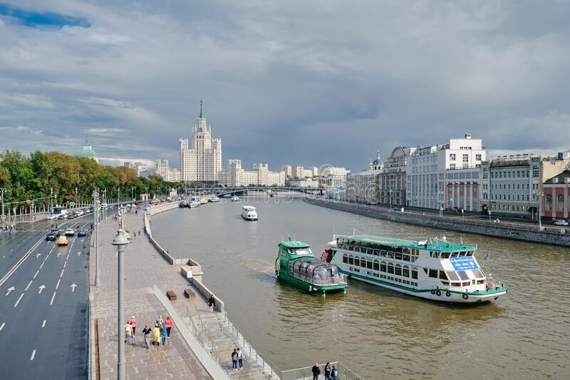 MOSCOW, RUSSIA - AUGUST, 2019: Scenic panorama Zaryadye Park overlooking river and Stalin skyscraper pleasure boat, Russia stock images