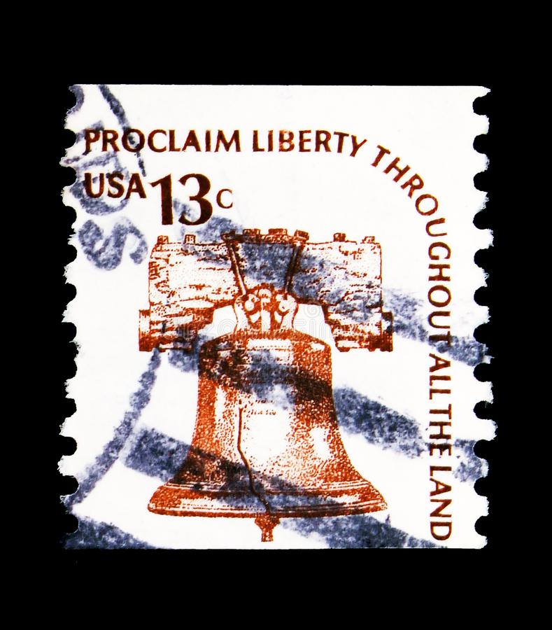 Liberty Bell, Americana Issue serie, circa 1975. MOSCOW, RUSSIA - MAY 15, 2018: A stamp printed in USA shows Liberty Bell, Americana Issue serie, circa 1975 stock photography