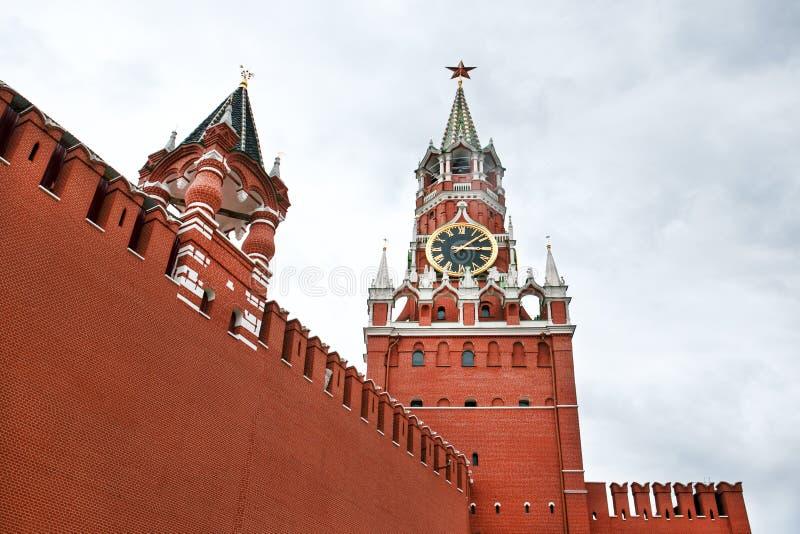 moscow Ryssland Det r?tt kvadrerar kremlin torn f?r fyrkant f?r spasskaya f?r kremlin moscow natt r?tt fotografering för bildbyråer