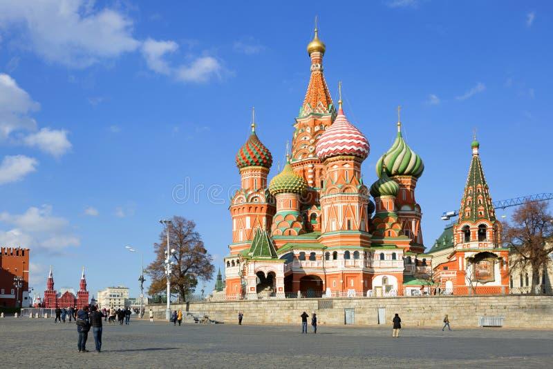 moscow St Basil& x27; catedral de s no quadrado vermelho foto de stock