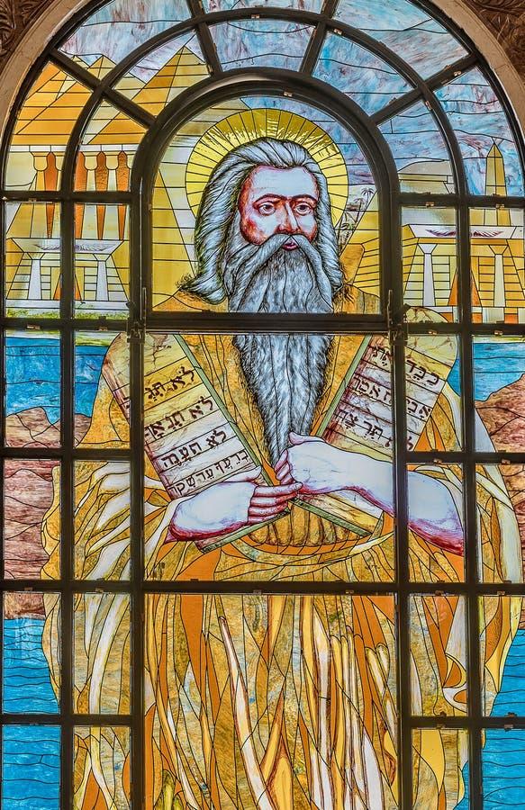 Moses con los diez mandamientos La ley dada a Moses en Sinaí imagenes de archivo