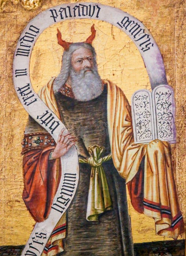 Moses y las tabletas de piedra con los diez mandamientos imagen de archivo libre de regalías