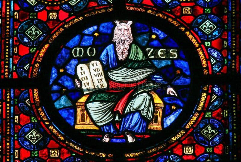 Moses y las tabletas de piedra - vitral imagen de archivo