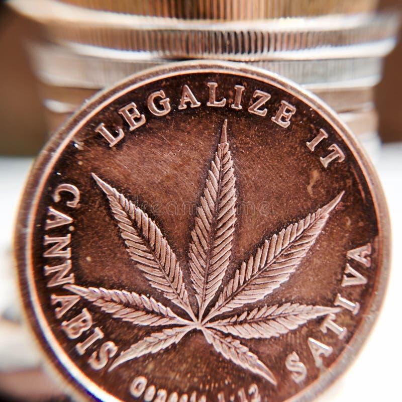Mosiężna marihuany moneta zdjęcia royalty free