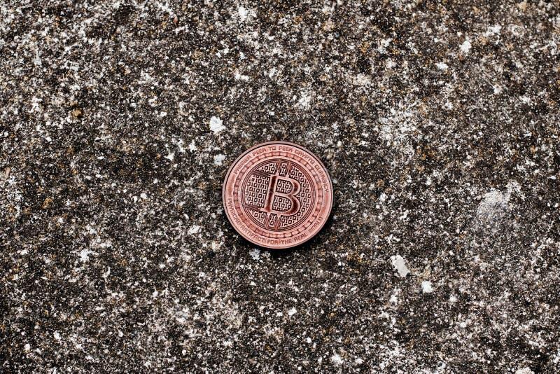 Mosiężna stara bitcoin moneta obraz royalty free
