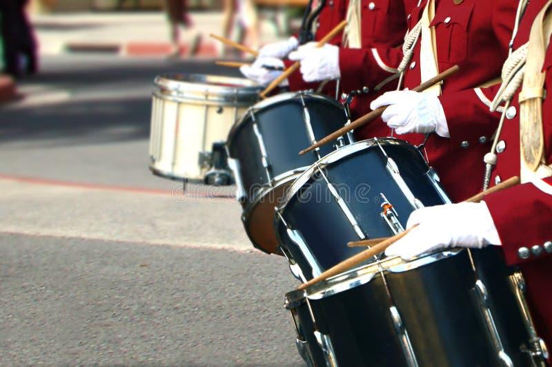 Mosiężnego zespołu bębenu gracz zdjęcie royalty free