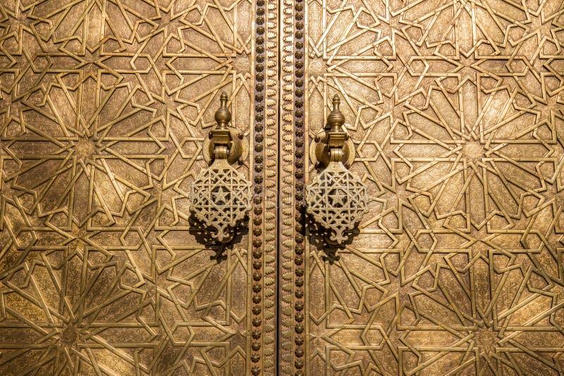 Mosiężni drzwiowi knockers przy Royal Palace w fezie zdjęcie royalty free