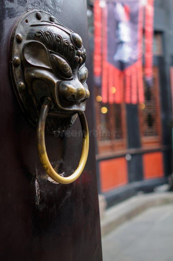 Mosiężny drzwiowy knocker obrazy royalty free