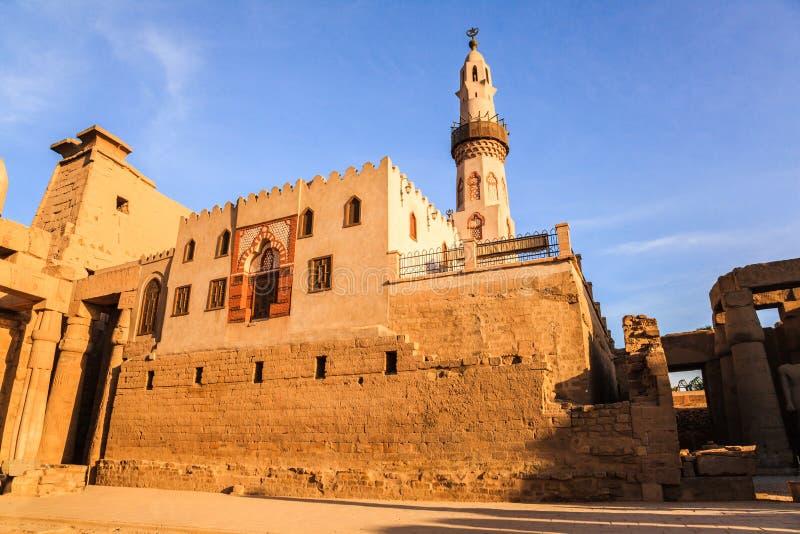 Moské för Abu alhaggag royaltyfri foto