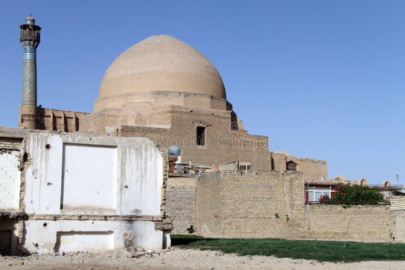 Moské med kupolen royaltyfri bild