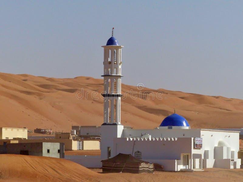 Moské på kanten av Wahiba sander, Oman fotografering för bildbyråer