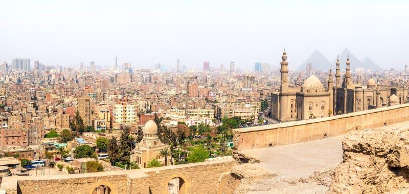 Moskéer av Kairo, panoramautsikt från citadellen, Egypten royaltyfri fotografi