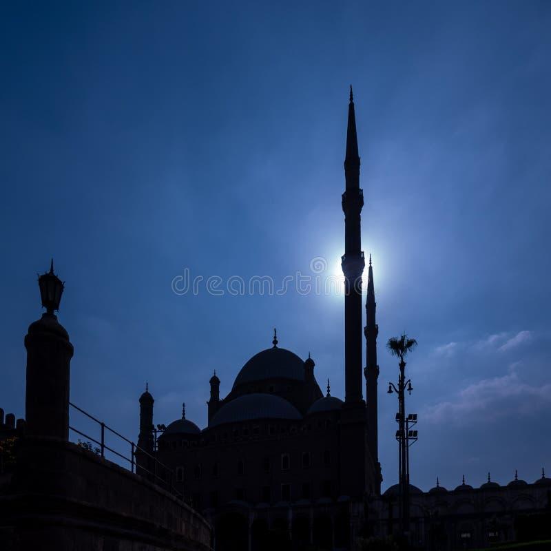 Moskén av Muhammad Ali i Kairo Egypten på natten arkivfoto