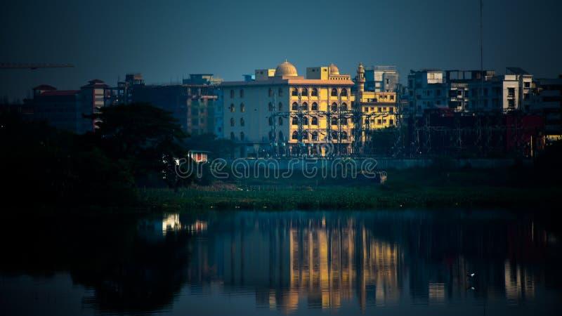 Moskén reflekterar i solnedgången royaltyfria foton