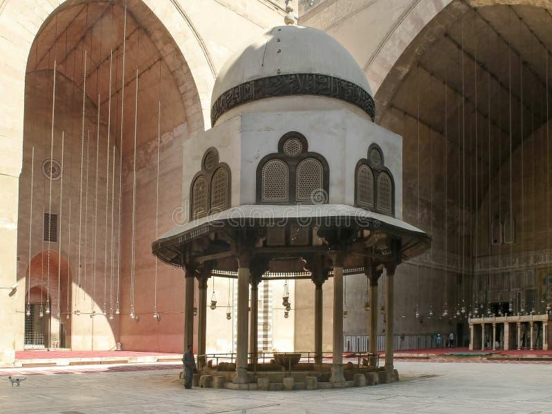 Mosk? av Sultan Hassan i Kairo, Egypten royaltyfria foton