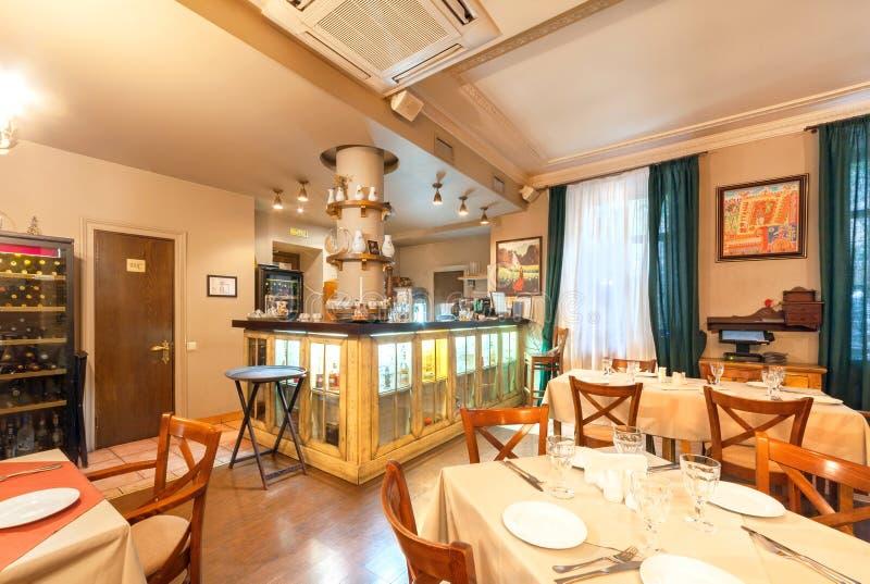 MOSKAU - AUGUST 2014: Der Restaurant ` s Innenraum ist zur armenischen und kaukasischen Küche - Gayanes Haupt stockbilder