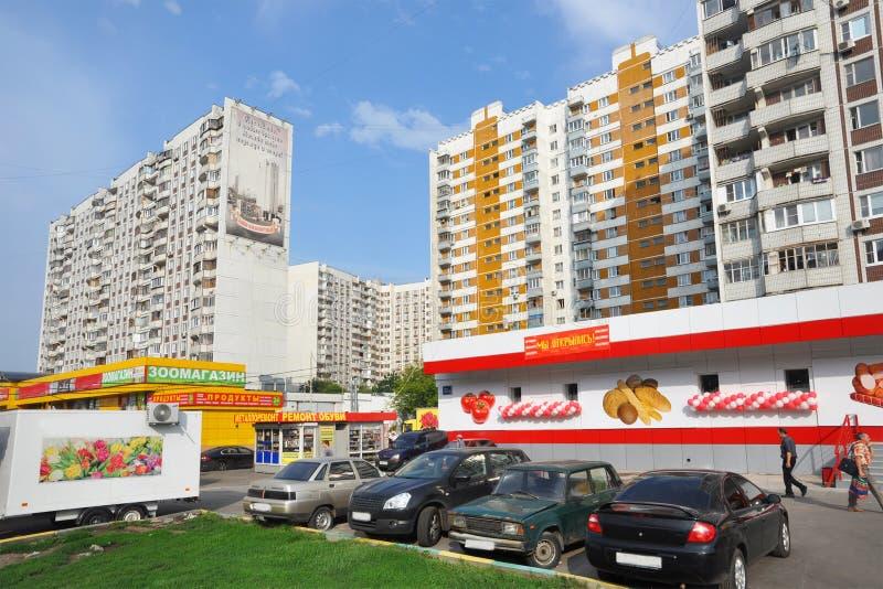 Moskau, Bezirk Yuzhnoportovy, Plattenwohngebäude stockbild