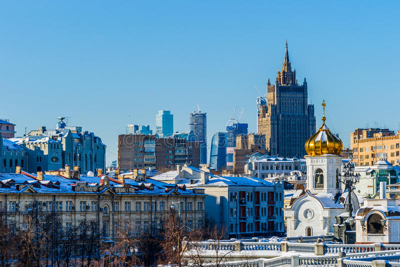Moskau-Dächer und -Skyline stockbilder