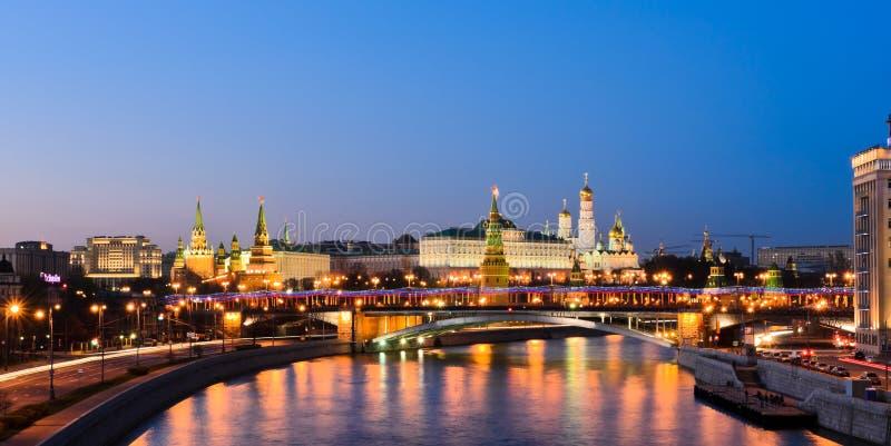 Moskau der Kreml in der Dämmerung stockfoto