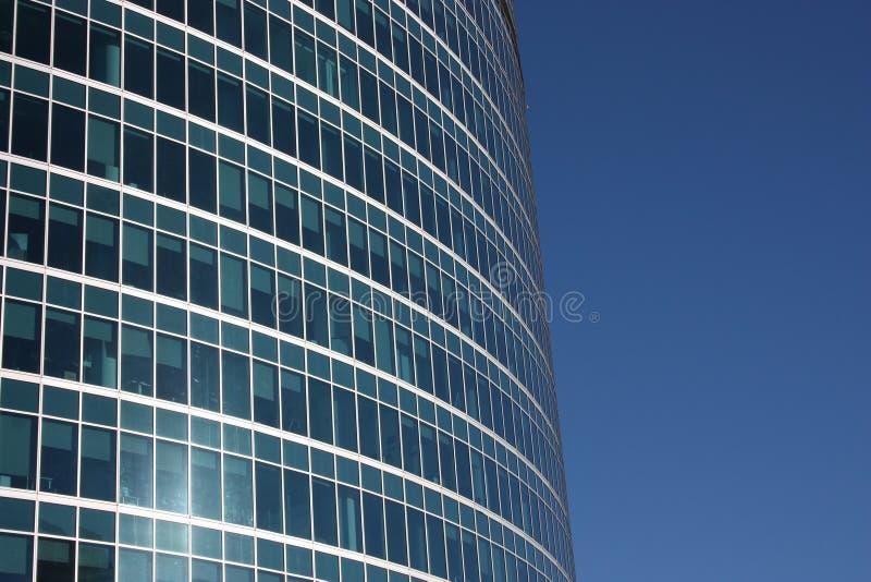 Moskau. Die Fenster eines modernen Gebäudes. stockfotografie