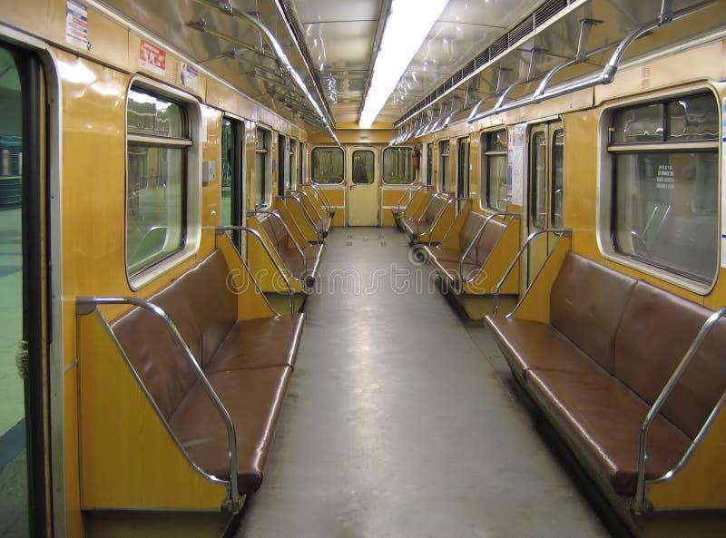 Moskau. Innenraum eines klassischen Untergrundbahnautos stockbilder