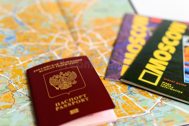Moskau-Karte paß anleitungen stockfotos